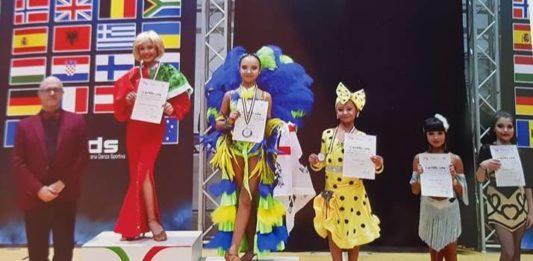 campionessa Raffaella solo latin show palo del colle