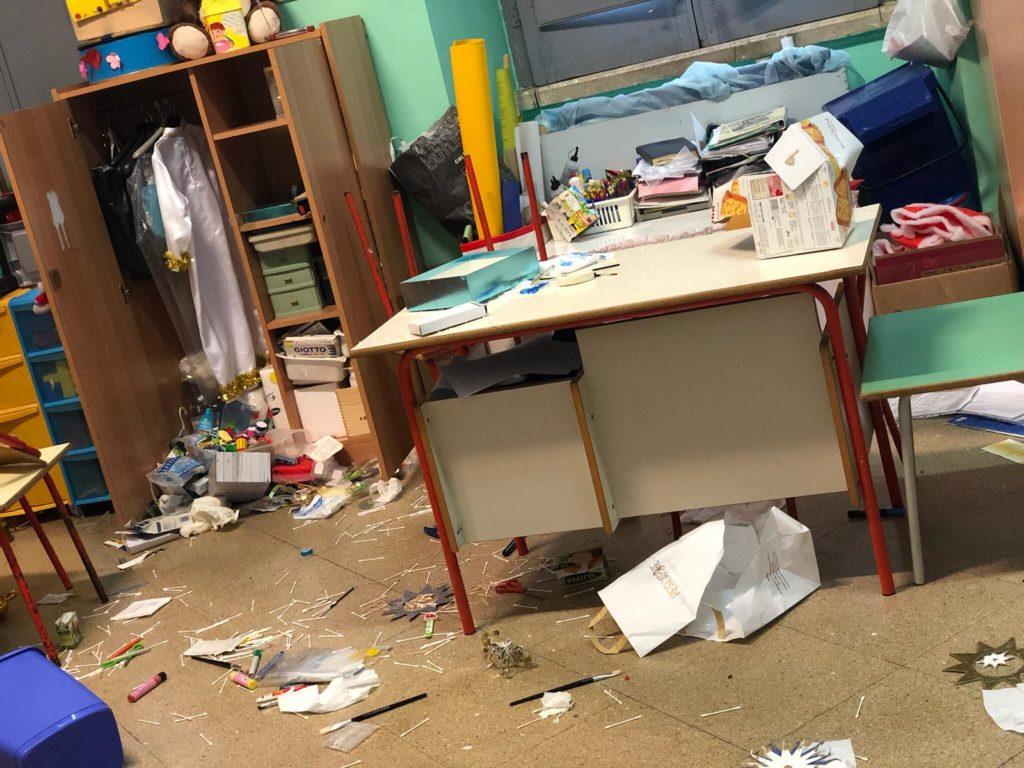 scuola-vandali-ladri-3